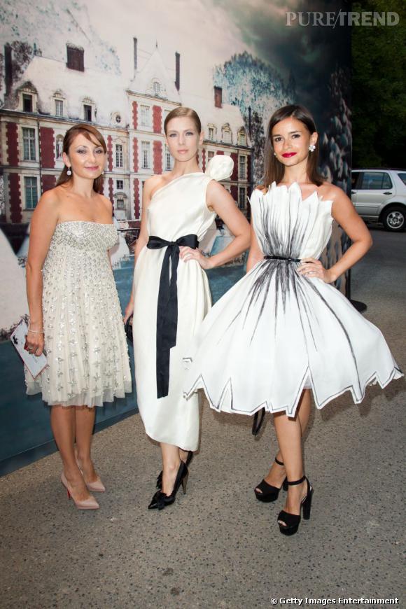 Vika Gazinskaya ( Вика Газинская), au centre, fait également partie de l'entourage de Mira. Styliste, elle joue aussi les fashion icons et fait le miel des photographes de street style en période de Fashion Week avec ses audaces mode et sa coupe arty.