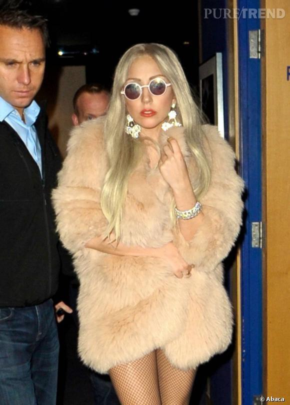 Lady Gaga sort d'une projection à Londres.