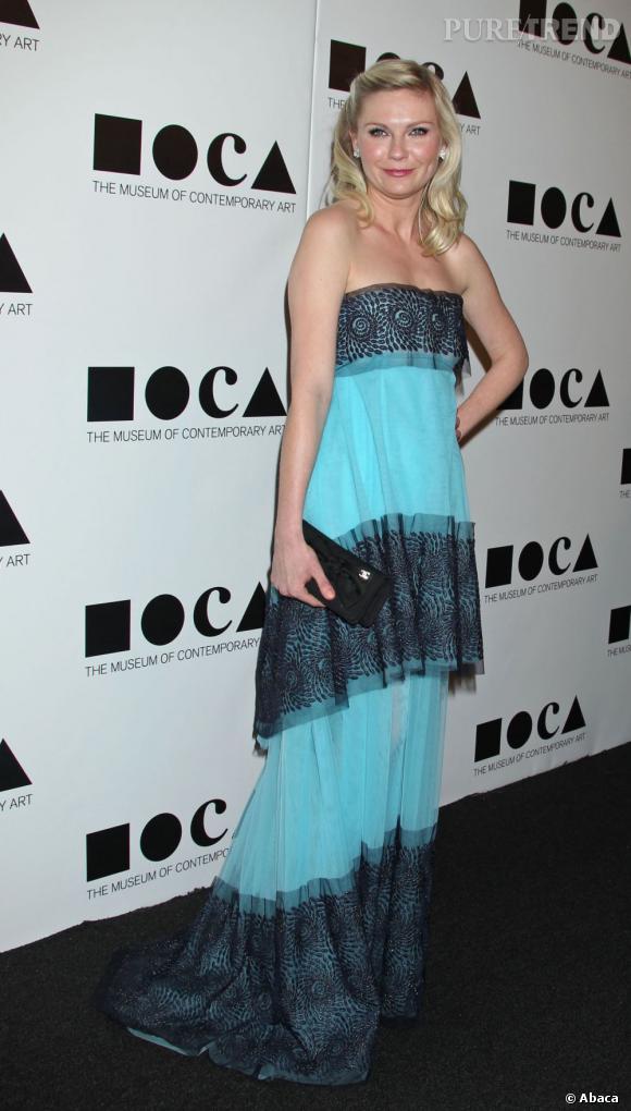 Kistent Dunst a son arrivée sur au gala du MOCA dans une robe Rodarte.