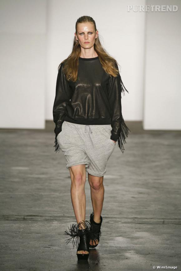 Un peu moins fraiche, et bien plus impressionnante, Emma Balfour défile pour Alexander Wang en 2008.
