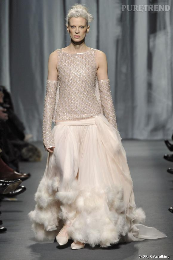 Défilé Chanel Haute Couture Printemps-Eté 2011, elle n'a rien a envier aux petites jeunettes.