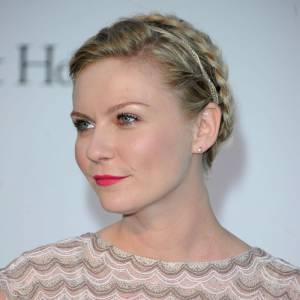 Les 50 plus belles coiffures 2011 Au Festival de Cannes, les flashs crépitent lorsque Kirsten Dunst apparaît, coiffée d'un chignon naté. L'actrice est divine.