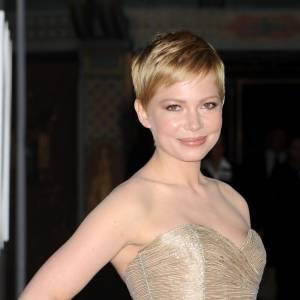 Les 50 plus belles coiffures 2011 Cette année encore, la jolie Michelle Williams a fait rimer cheveux courts avec coiffure glamour. De là à tenter nous aussi la coupe à la garçonne... ?