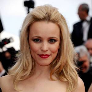 Les 50 plus belles coiffures 2011 Au Festival de Cannes, Rachel McAdams se fait remarquer avec une chevelure brushée et coquée. Le style rétro, on y adhère complétement.