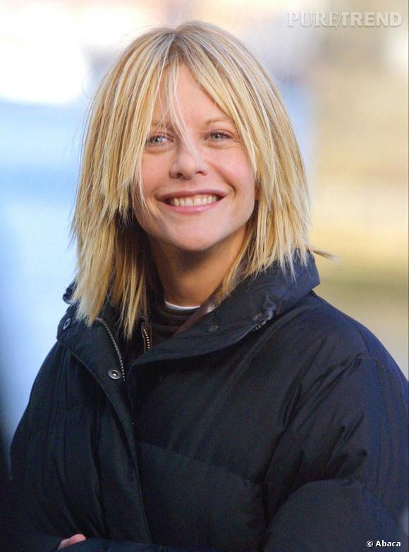 Le flop cheveux  : les cheveux lisses comme des baguettes qui retombent dans les yeux, la blonde se donne des airs de bob-tail.
