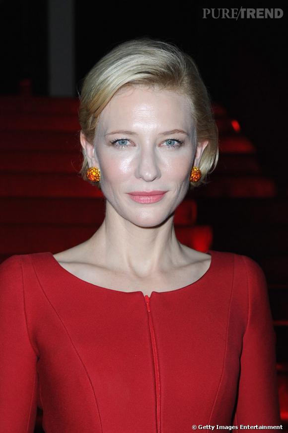 Cate Blanchett aurait besoin de papier matifiant.
