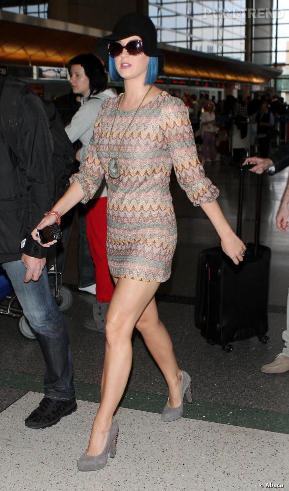 Katy Perry, cheveux bleus et robe ultra,courte  elle ne risque pas de