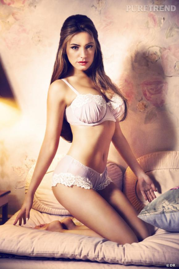 Kelly Brook pour la collection lingerie Saint Valentin de New Look.