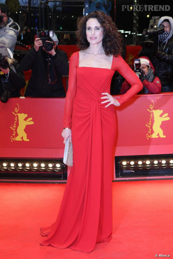 Andie MacDowell incarne la classe naturelle sur le red carpet berlinois.