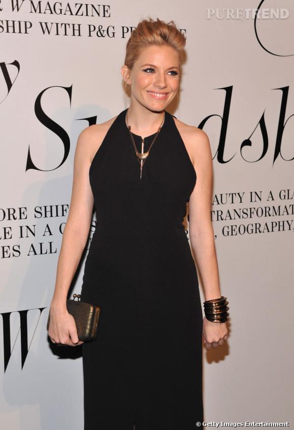 Sienna Miller à la soirée W organisée en l'honneur de l'exposition The Ever Changing Face Of Beauty du photographe Solve Sundsbo à New York.
