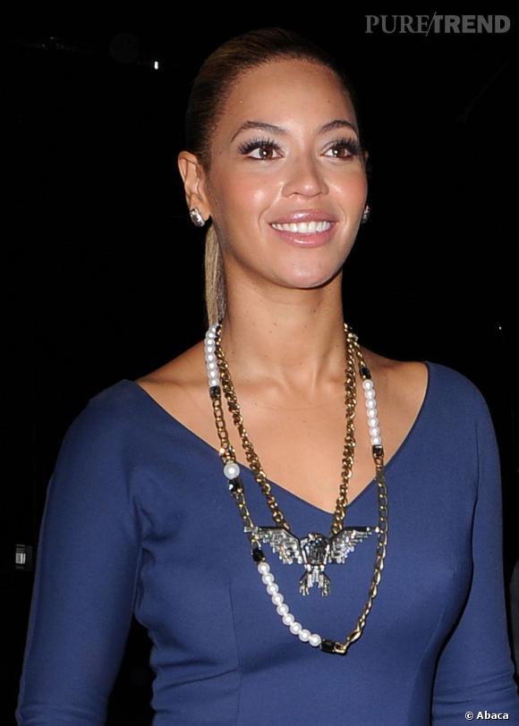 Beyoncé porte deux colliers Lanvin.