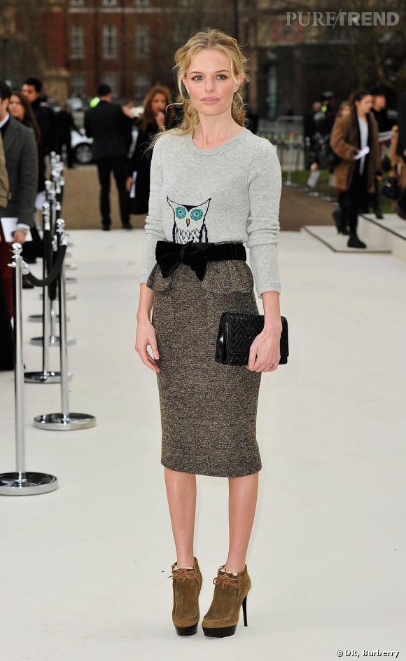 Kate Bosworth tire son épingle du jeu au défilé Burberry Prorsum Automne-Hiver 2012/2013.