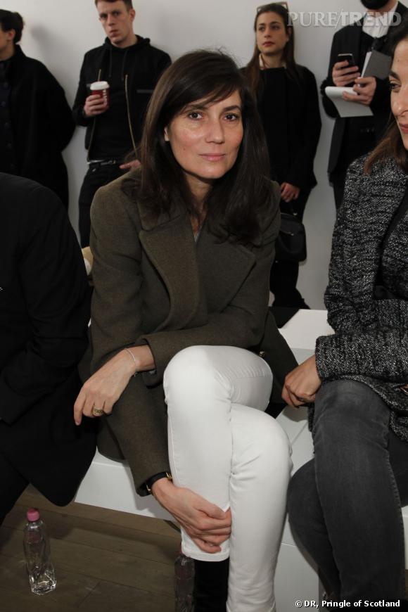 Emmanuelle Alt du Vogue Paris au premier rang du défilé Pringle of Scotland.
