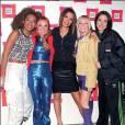 Les Spice Girls, enblême des 90's. On aime la couleur rousse à mèches blondes que l'on ne testera jamais plus.