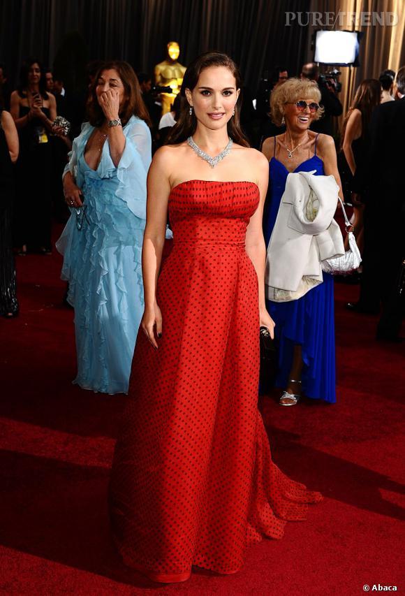 Natalie Portman joue les Audrey Hepburn dans un look parfaitement rétro.