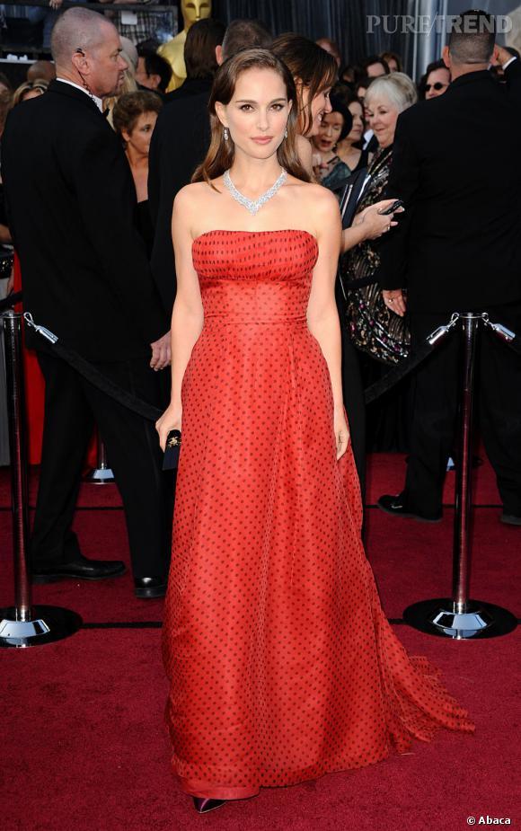 Natalie Portman porte une robe vintage Christian Dior année 1954.