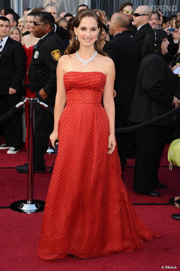 Natalie Portman se démarque lors de la cérémonie des Oscars.