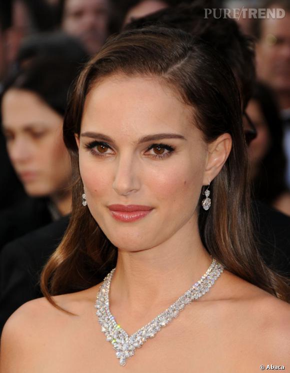 Natalie Portman mise sur des bijoux Harry Winston pour subjuguer.