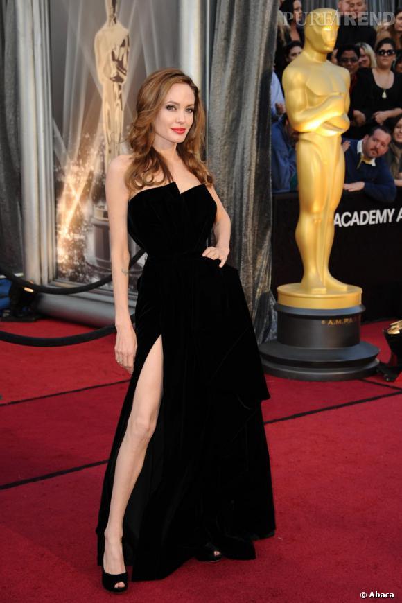 Angelina Jolie et sa jambe aux Oscars 2012.