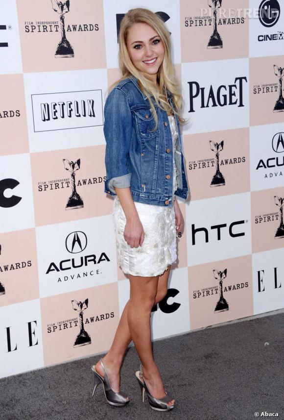 """AnnaSophia Robb s'apprête à incarner Carrie Bradshaw jeune dans le prequel de """"Sex & The City""""."""