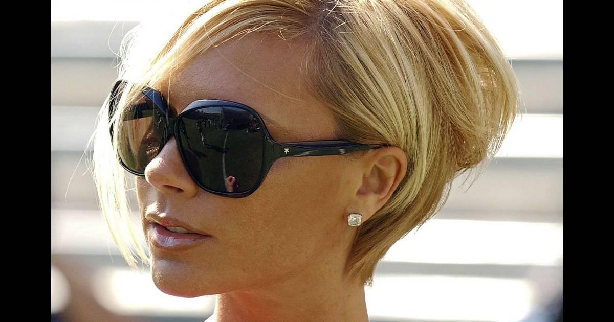Extrêmement Victoria Beckham raccourcit et passe au blond. On aime le volume  UX48