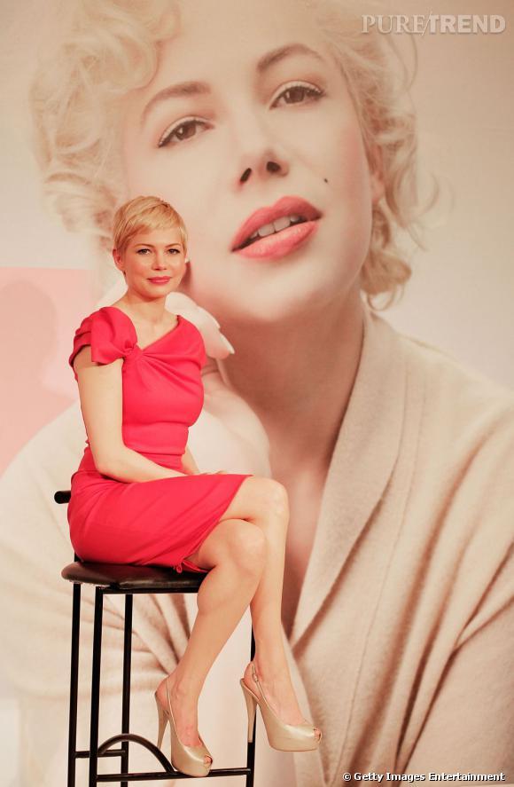 Michelle Williams craque pour une robe Valentino rose très girly.