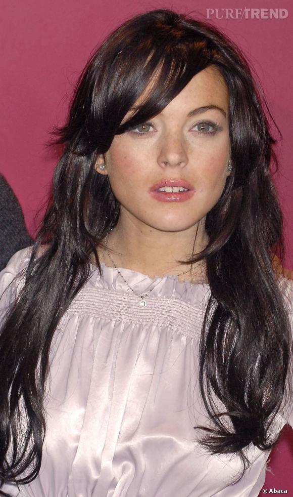 La couleur est jolie, mais la crinière de Lindsay Lohan semble d'être amoindrie. Très peu d'épaisseur et de volume sur les pointes donnent l'impression d'un mauvais choix d'extensions.