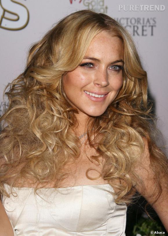 C'est l'accident capillaire pour Lindsay Lohan qui à force de vouloir jouer du volume se retrouve plus avec une tignasse qu'une crinière sexy.