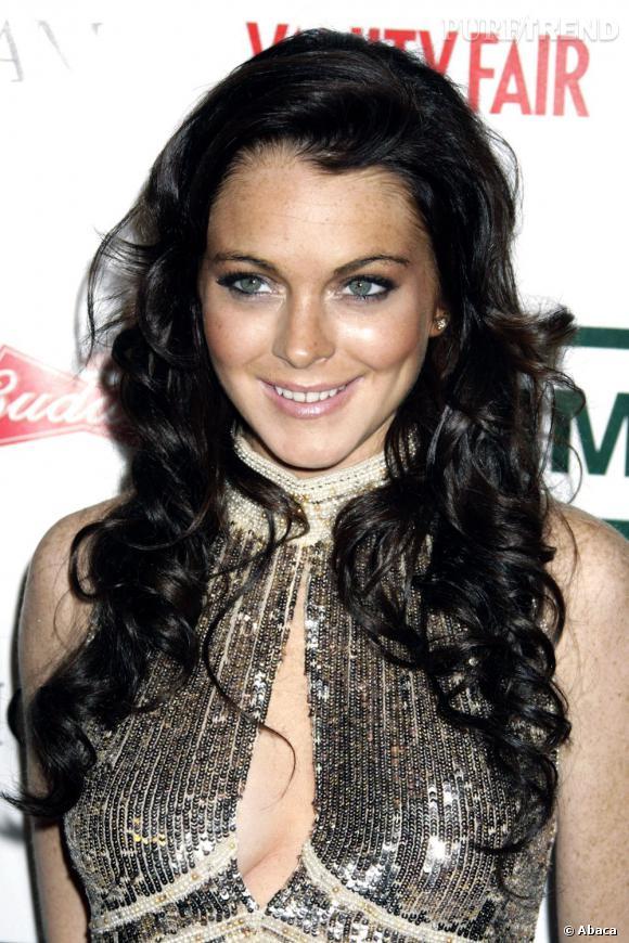 Cette couleur brune très foncée l'est malheuresement trop pour le teint de rousse de Lindsay Lohan.