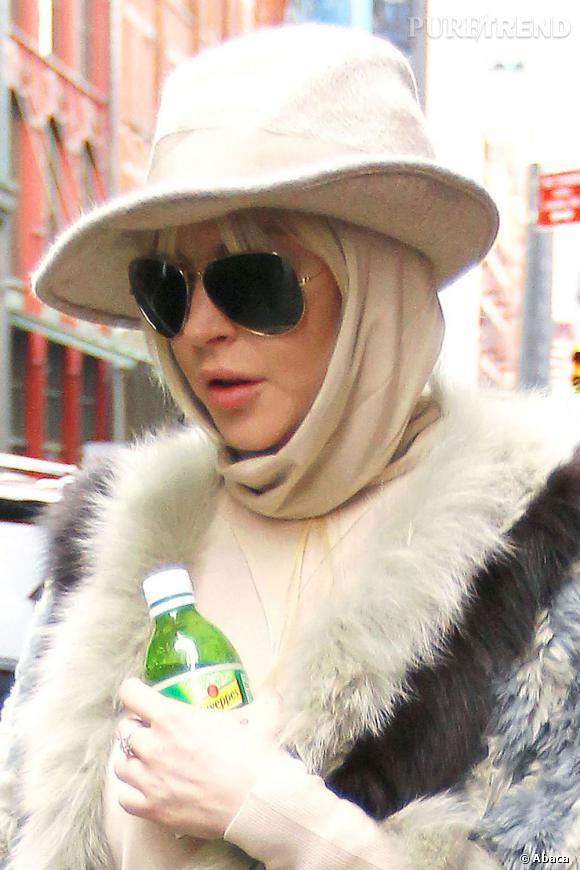 Lindsay Lohan s'en est sûrement rendu compte, puisqu'elle a ressorti la capuche + le chapeau.