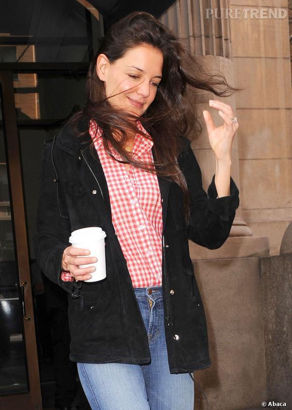 Katie Holmes dans les rues de New York quitte son appartement.