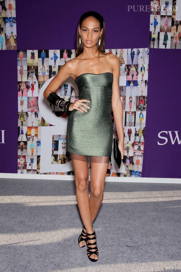 Joan Smalls mini mini lors des CFDA Fashion Awards 2010.