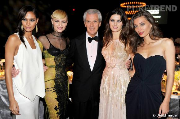 Joan Smalls et ses copines top-models au lancement du calendrier Pirelli 2012 auquel les belles ont participé.