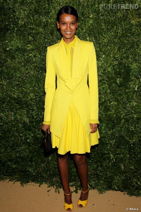 Liya Kebede ose le total look jaune Cushnie & Ochs Printemps-Été 2012 et elle a bien raison.
