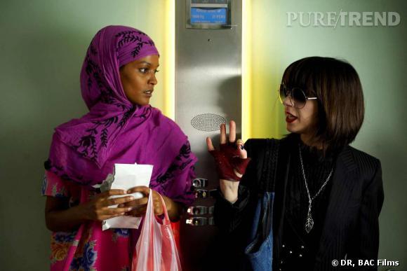 """Liya Kebede et Sally Hawkins dans le film """"Fleur du désert""""."""