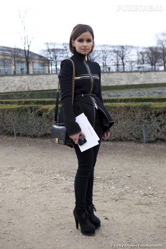 """Qui ? Miroslava Duma  Son """"hit"""" de la saison ? Son """"Boy"""" de Chanel, le nouveau it-bag signé Chanel."""
