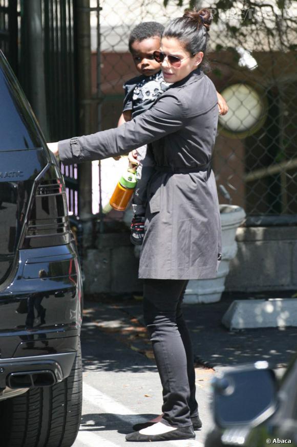 Sandra Bullock et son fils Louis à Los Angeles.