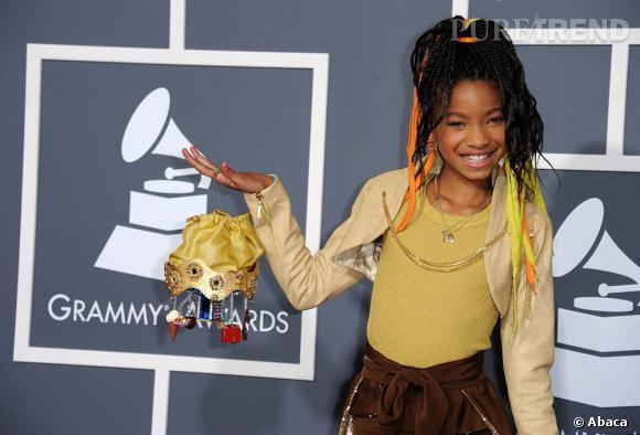 Willow Smith et sa queue de cheval nouée avec des rubans. Une coiffure qui correspond davantage à son âge.
