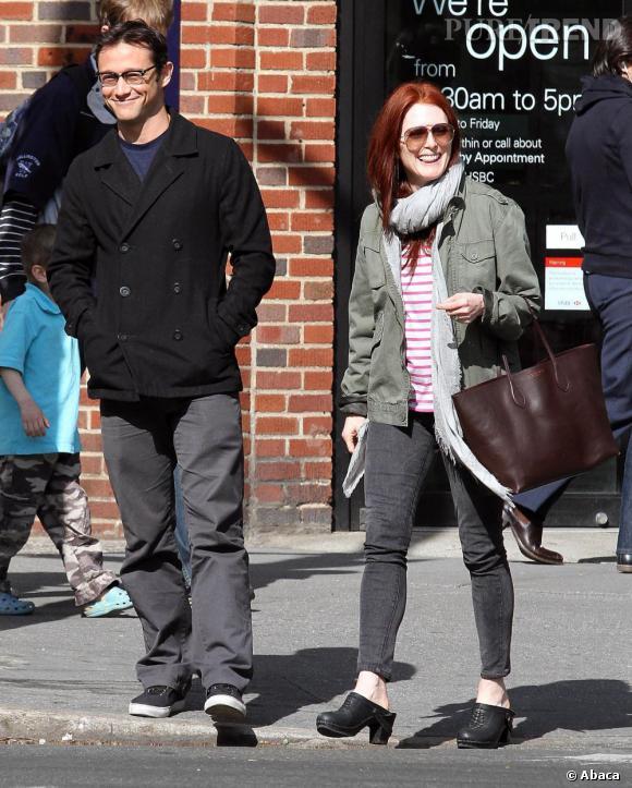 Julianne Moore et son ami Joseph Gordon Levitt de sortie à New York.