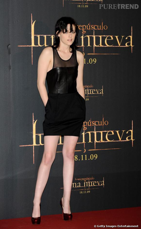La petite robe noire :  Si Kristen Stewart raffole d'imprimés psychédéliques sur red carpet, elle s'arme souvent d'une petite robe noire. Un classique garantissant un succès absolu.