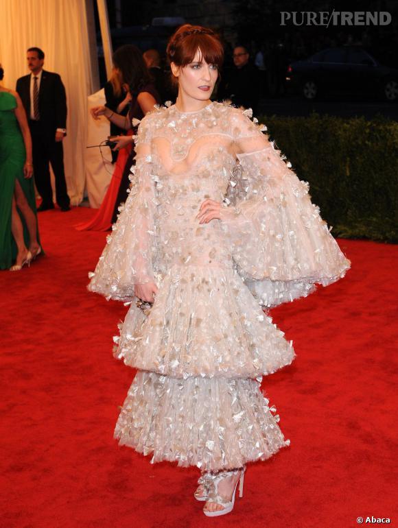 Comme Cate Blanchett, Florence Welsh a aussi choisi son camp : celui de Sarah Burton pour Alexander McQueen.