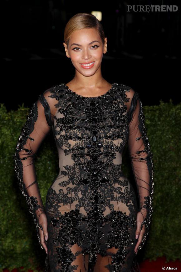 Beyoncé Knowles ose la transparence sexy pour cette soirée de haut vol.