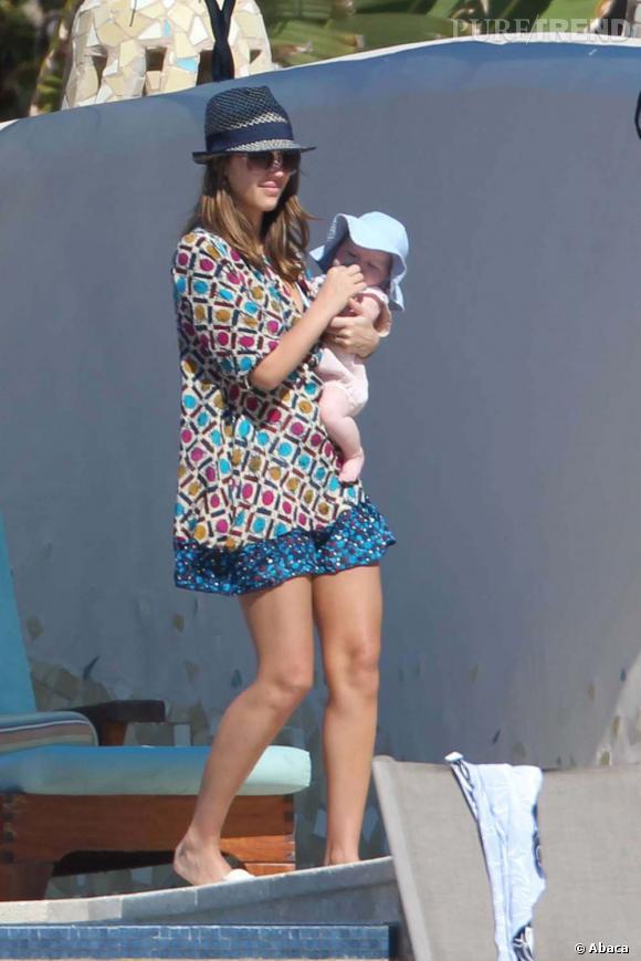 Jessica Alba pouponne encore et toujours sous le soleil du Mexique à Los Cabos.