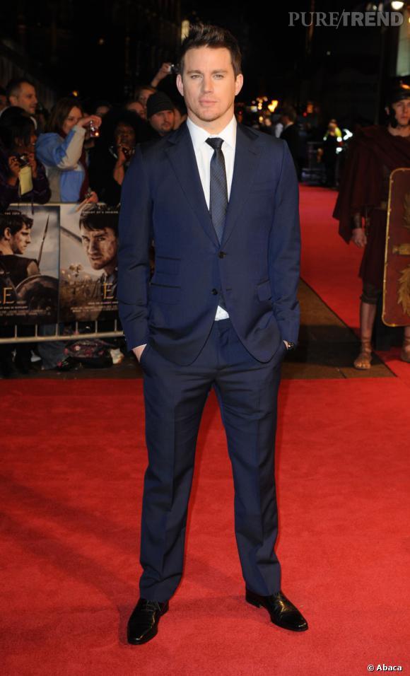 """Look de beau gosse fatal pour Channing Tatum qui assiste à la Première du film """"The Eagle"""" à Londres."""