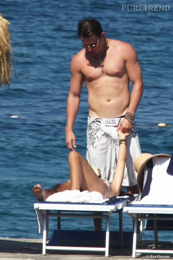 Channing Tatum en maillot affiche une belle descente... nous on veut bien te suivre !