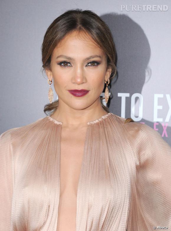 Jennifer Lopez ose le décolleté en transparence.
