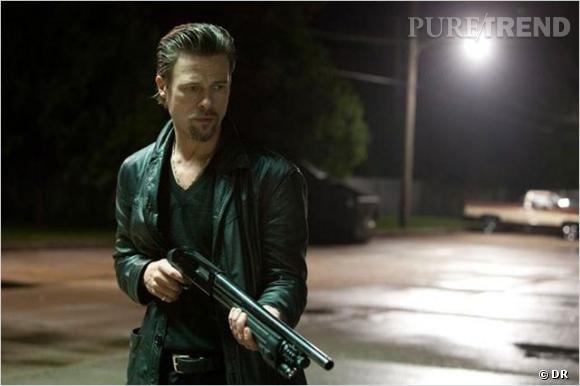 """Killing them sofly.       Le Synopsis :  Lorsqu'une partie de poker illégale est braquée, c'est tout le monde des bas-fonds de la pègre qui est menacé. Les caïds de la Mafia font appel à Jackie Cogan pour trouver les coupables. Mais entre des commanditaires indécis, des escrocs à la petite semaine, des assassins fatigués et ceux qui ont fomenté le coup, Cogan va avoir du mal à garder le contrôle d'une situation qui dégénère...     Les acteurs :  Brad Pitt, Javier Bardem, Mark Ruffalo.     Le réalisateur :  Andrew Dominik qui a également réalisé """"L'assassinat de Jesse James par le lâche Robert Ford"""".     Sortie  : 17 octobre 2012."""