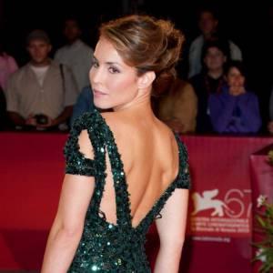 Noomi Rapace en Elie Saab, une princesse sur tapis rouge.