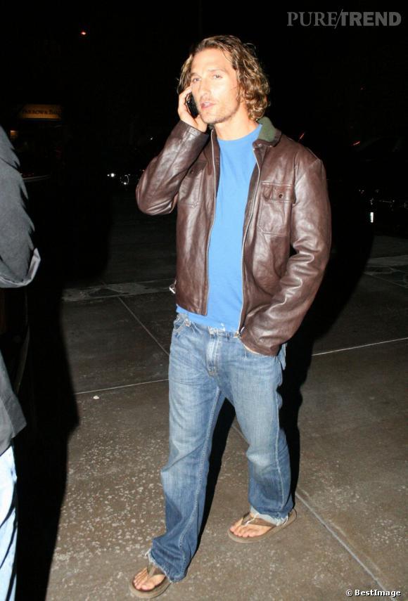 2007:  Total look surfeur de la côte ouest pour Matthew McConaughey qui passe ses soirées en tongs... une bière peut-être ?
