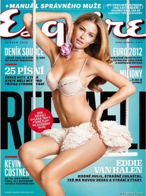Bar Rafaeli fait la couverture du numéro de juin d'Esquire République Tchèque.